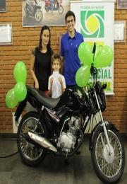 ACE Matão entregou mais um prêmio da Campanha Sorte na Mão no Comércio de Matão.